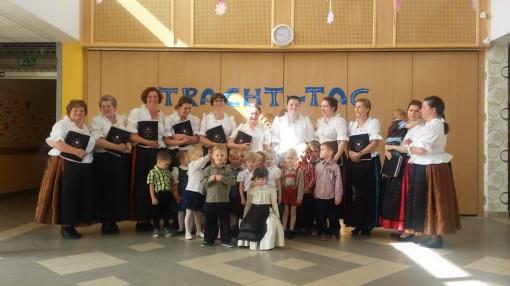04-Der Blumenstrass-Chor mit einigen Kindern