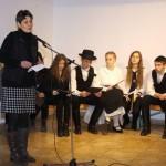 Klára Kuti begrüßt das Publikum (Foto: Ungarndeutsches Landesmuseum)