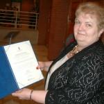 Englenderné Hock Ibolya a rangos kitüntetéssel / Ibolya Englender-Hock mit der rangigen Auszeichnung (Foto: Mária Klotz)