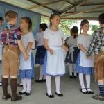 A gyerekeké volt a főszerep a VII. Fejér Megyei Német Nemzetiségi Nap délelőttjén / Am Vormittag des VII. Nationalitätentages des Komitats Weißenburg spielten die Kinder die Hauptrolle