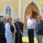 Hujberné Pej Márta, a Pécsváradi Gondozási Központ vezetője köszönetet mondott az új buszért / Martha Pej-Hujber, Leiterin des örtlichen Pflegezentrums bedankte sich für den neuen Bus