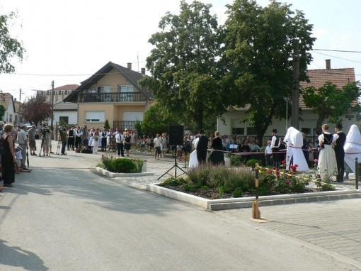 150815 Vörösvár betelepülési emlékmű avatás vége (18)