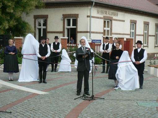 150815 Vörösvár betelepülési emlékmű avatás vége (25)