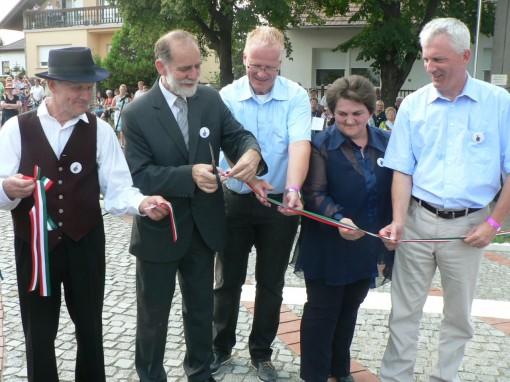 150815 Vörösvár betelepülési emlékmű avatás vége (31)