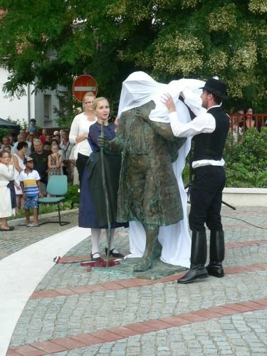 150815 Vörösvár betelepülési emlékmű avatás vége (35)