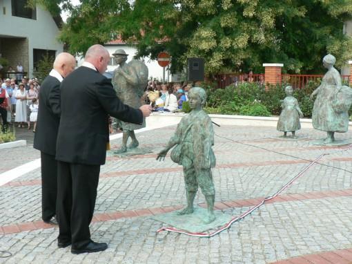 150815 Vörösvár betelepülési emlékmű avatás vége (56)