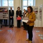 Claudia Walpuski sajtóattasé megnyitja a kiállítást / Pressereferentin Claudia Walpuski eröffnet die Ausstellung   (© Deutsche Botschaft)