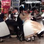 A zsámbéki Lochberg Tánccsoport  táncosai  / TänzerInnen der Schambeker Lochberg-Tanzgruppe
