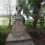 Die Statue des Heiligen Johannes von Nepomuk in Tschemer