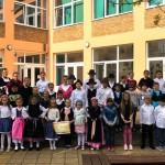 Kinder in der Parkstraße-Grundschule Mohatsch/Mohács. Die Unterstufe feierte in der Schule, die Oberstufe machte von Zuhause mit. (zugeschickt von Nikolett Egyházi)
