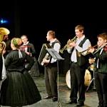 Tänzer und Musikanten aus Wemend