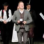"""Auszeichnung """"Für hervorragende Verdienste um die ungarndeutsche Volkstanzkunst"""" an Edina Bunth"""