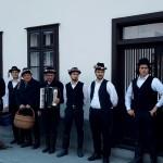 Ein alter Brauch wiederbelebt: Blochziehen in Hartian (Foto: László Bambuk)