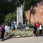 Kranzniederlegung an dem Auswandererdenkmal