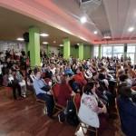 Diákok és kísérőik a megnyitón / SchülerInnen mit Ihren Begleitern während des Eröffnungprogramms