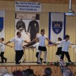Nadwarer Grundschüler präsentierten ungarndeutsche Sommerkreisspiele / Nemesnádudvari diákok vidám nyári körjátékokat adtak elő