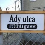 Wieder sind in Hajosch auch die alten Straßennamen zu lesen
