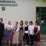 Am TrachtTag vor dem Gemeindeamt in Tscholnok/Csolnok (Zugeschickt von: Melinda Kolonics)