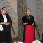 Krisztina Csordás, Vertreterin der Deutschen Selbstverwaltung des Komitats Batsch-Kleinkumanien und Edina Mayer, Mitglied der Hajoscher Tanzgruppe