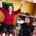 Aradi Anita óvó néni balján Sörös Lili 2021-ben / Lili Sörös rechts von Kindergärtnerin Anita Aradi im Jahre 2021