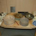 Kiállítás a tájházból kölcsönzött tárgyakból
