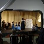 "A helyi óvodások a Brémai muzsikusok c. mesét adták elő / Die Kindergartenkinder führten das Märchen ""Die Bremer Stadtmusikanten"" auf"