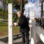 Koszorúzás az emlékműnél / Kranzniederlegung am Denkmal