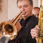 Fúvószenei koncertet tartottak a mözsi Művelődési Ház udvarán / Blasmusikkonzert auf dem Hof des Mescher Kulturhauses