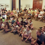 A gyerekek pénteken mutathatták be a tanult táncokat / Die Kinder konnten am Freitag die einstudierten Tänze präsentieren