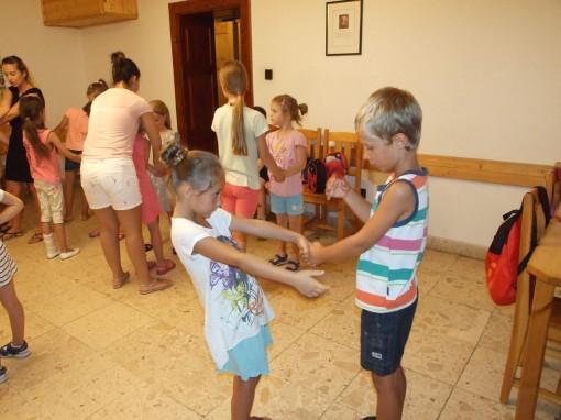 A tánctábor résztvevőinek élménydús napjaik voltak / Die TeilnehmerInnen des Tanzcamps hatten erlebnisreiche Tage