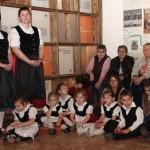 A vértestolnai gyerekek és pedagógusok színes kultúrprogrammal készultek / Die Tolnauer Kinder und Pädagogen stellten ein buntes Kulturprogramm zusammen