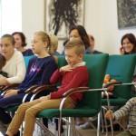 """""""A vitéz szabócska"""" című mesét láthatták a gyerekek október 9-én a HdU-ban / Am 9. Oktober konnten die Kinder das Märchen """"Das tapfere Schneiderlein"""" im HdU sehen"""