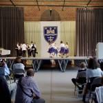 A Medgyessy Ferenc Német Nemzetiségi Nyelvoktató Általános Iskola tanulói / SchülerInnen der Medgyessy-Nationalitätengrundschule