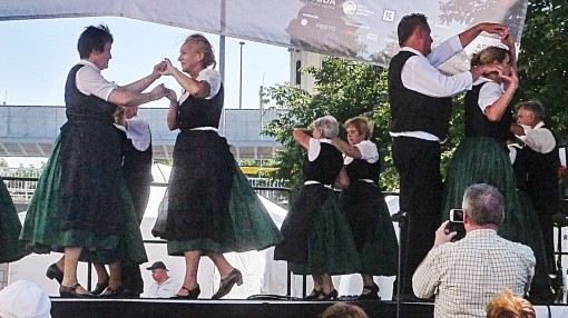 Hollos Tanzgruppe L1080213