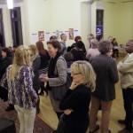 Sokan voltak kíváncsiak a kiálllításra / Die Ausstellung lockte viele  Gäste an