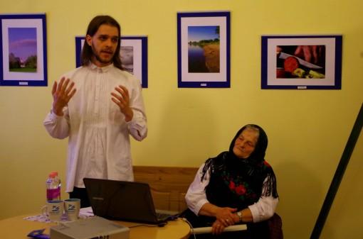 Kovács Bence az ún. Wertzwischről tartott előadást  2015. október 26-án a Zentrum rendezvényén, mellette nagymamája Ament Józsefné