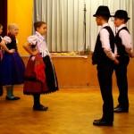 Mitglieder der Maiglöckchen-Tanzgruppe der Pannonia-Grundschule / A Pannónia Általános Iskola Maiglöckchen tánccsoport tagjai