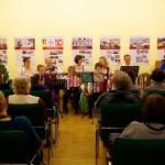 Ambach Mónika felkonferálja a Sax családot / Monika Ambach moderiert die Familie Sax an