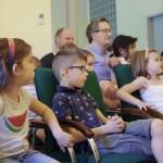 Die Kinder und auch die Erwachsenen genossen das Programm / A gyerekek és a felnőttek is élvezték az előadást