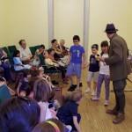 Die Kinder konnten auch mithelfen / A gyerekek is részt vehettek a cselekményben