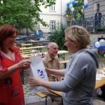 A legutóbbi Facebook-játékunk nyertese is átvehette az ajándékát / Die Gewinnerin unseres Facebook-Gewinnspiels übernahm ihr Geschenk