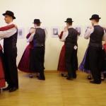 Táncoló fiatalok / Tanzende Jugendliche