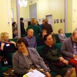 Beszélgetés a program előtt / Diskussion vor dem Programm