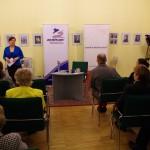 Ambach Mónika, a Zentrum igazgatója  üdvözli a vendégeket / Monika Ambach, Zentrum-Direktorin begrüßt die Gäste