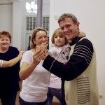 Kicsi és nagy együtt ropta a táncot / Groß und Klein schwangen zusammen das Tanzbein