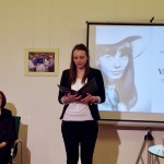 Bach Dorottya Koch Valéria versét szavalja / Dorottya Bach rezitiert ein Gedicht von Valeria Koch