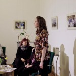 Holczinger Szandra Koch Valéria versét szavalja / Sandra Holczinger rezitiert ein Gedicht von Valeria Koch