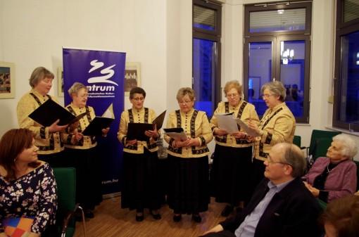 Die Mitglieder des Wudigesser Frauenchors / A Budakeszi Asszonykórus tagjai