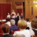 Kaiser Ákos Pál a vecsési iskola diákja énekelt / Ákos Pál Kaiser aus Wetschesch sang  ungarndeutsche Lieder