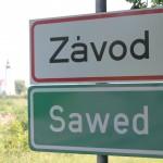 2017 tavasza óta már kétnyelvű településtáblával is büszkélkedik a település